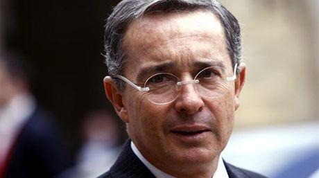 Alvaro-Uribe-Colombia-Foto-lapatillacom_NACIMA20160229_0086_6