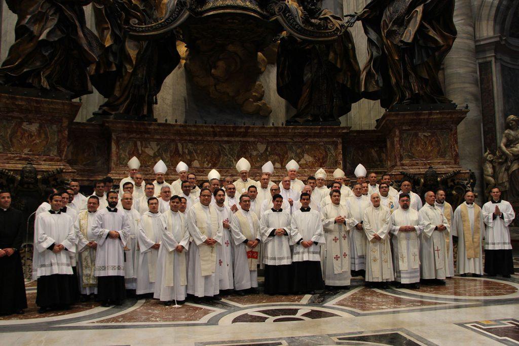 foto-primera-misa-del-cardenal-porras-en-la-basilica-de-san-pedro-_-creditos-marinellys-tremamunno